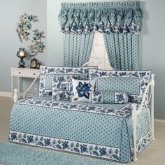Beautiful daybed sets with blue curtains