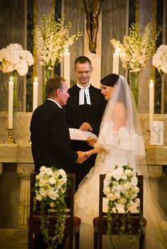 Church Wedding in Rome - elegant flowerdecoration -weddingplanner: www.prime-moments.com Church Wedding, Rome Italy, Elegant, Wedding Dresses, Fashion, Wedding, Classy, Bride Dresses, Moda