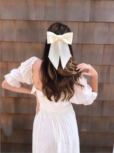 White Hair Bows, Large Hair Bows, Christmas Hair Bows, Ethnic Hairstyles, Velvet Hair, Ribbon Hair, Ribbon Work, Glitter Hair, Brigitte Bardot