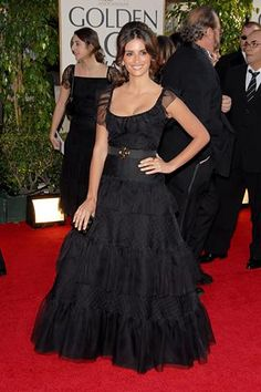 Who made Penélope Cruz's black dress and jewelry that she wore to the 64th Annual Golden Globes? Dress – Chanel Haute Couture  Jewelry – Chopard