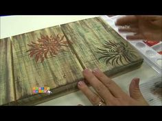 PALLET CUSTOMIZADO com Adriana Trevisone - Programa Arte Brasil - 30/08/2017 - YouTube Stencil Art, Stencils, Arte Pallet, O Pop, Vintage Videos, Patina Color, Plant Fibres, Magic Circle, Colour Pallete