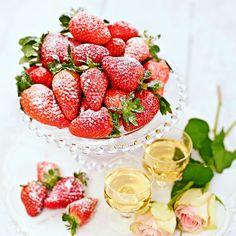 Vackra, läckra, söta jordgubbar! Foto Thomas Carlgren.