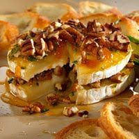 Tangy Pepper-Pecan Brie from Pampered Chef. One of my very favorite appetizers! Yummy Appetizers, Appetizer Recipes, Snack Recipes, Cooking Recipes, Snacks, Brie Appetizer, Party Recipes, Bread In A Can, Pampered Chef Recipes