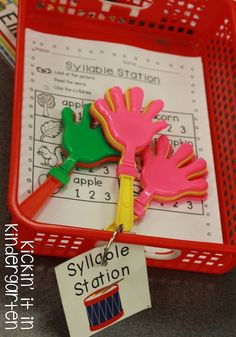How To Run Literacy Stations Using hand clapper toys to 'clap' the syllables Syllables Kindergarten, Kindergarten Literacy Stations, Preschool Literacy, Early Literacy, Kindergarten Reading, Reading Stations, Phonological Awareness, Alphabet Activities, Early Learning