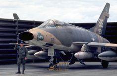 NA D Supersabre, Vietnam era Airplane Fighter, Fighter Aircraft, Fighter Jets, Airplane Art, Air Vietnam, Vietnam War, Us Military Aircraft, Military Jets, Jet Air