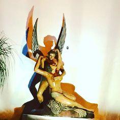 mfleuri - Escultura toda em argila quase 3 metros pesando uma tonelada !! Está na porta do Eros motel Goiânia -GO #mfleuri  #MarcioFleuri  #MFleuri  #escultor  #quinquilharia  #arte  #art  #artista  #artist  #arquiteto  #arquitetura  #ceramica  #decor  #decoração  #artgallery  #painel  #paineisemceramica  #designemmadeira  #recriandoartesustentavel  #paineis  #homedecor  #artesustentavel  #reciclagem  #sustentabilidade  #pottery  #escultura  #esculture  #piri