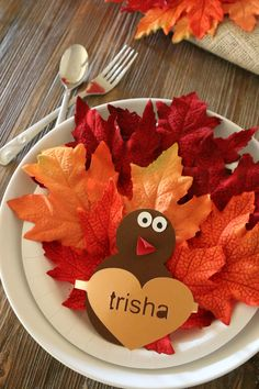 Paper Plate Turkey Craft: Place Setting - MomDot (a Silhouette project) Thanksgiving Tree, Thanksgiving Decorations, Autumn Decorations, Easy Fall Crafts, Holiday Crafts, Holiday Ideas, Paper Plate Crafts For Kids, Paper Crafts, Kids Crafts
