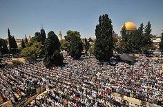 Praying outside AlAqsa