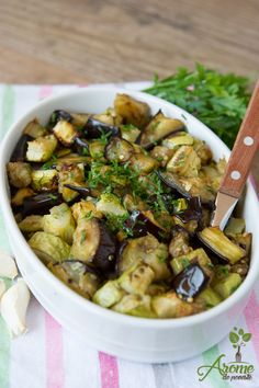 Eggplant and zucchini with garlic in the oven - Story flavors Salad Recipes, Diet Recipes, Cooking Recipes, Cooking Light, Easy Cooking, Raw Vegan Recipes, Healthy Recipes, Good Food, Yummy Food