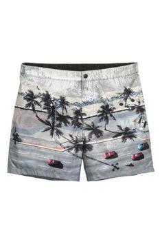 Swim shorts with a printed photographic design. Bermudas Shorts, T Shorts, Swim Shorts, Casual Shorts, Hang Ten, Surf Board Shorts, Billabong, Surf Wear, Man Swimming