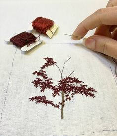 Hand Embroidery Flowers, Hand Work Embroidery, Simple Embroidery, Embroidery Needles, Modern Embroidery, Hand Embroidery Patterns, Embroidery Applique, Creative Textiles, Contemporary Embroidery