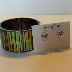 Lia Sophia cuff braclet and earings Never worn and no scratches. Lia Sophia stretchy cuff braclet and earings. Would like to sell together but if you wanted to mix and match with my other jewelry pieces just ask!! Lia Sophia Jewelry Bracelets