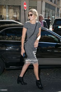 Gigi Hadid is seen on 'Avenue Montaigne' on September 30, 2015 in Paris, France.