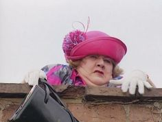 Hyacinth (Keeping Up Appearances) is climbing a wall to reach an older house to visit her sisters. Had her neighbor drop her off in front of a more grand house to make it seem like her sisters were rich. British Tv Comedies, Classic Comedies, British Comedy, British Actors, Keeping Up Appearances, British Humor, Bbc Tv, Comedy Tv, Classic Tv