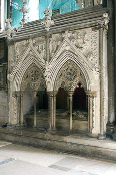 Tomb of Giles de Bridport in Salisbury Cathedral