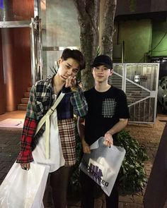 170914 with a fan in Tokyo Dean Gif, Kwon Hyuk, Universal Music Group, Jay Park, Beautiful Voice, Music Tv, I Don T Know, Record Producer, Korean Singer