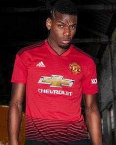 Pogba vestindo a camisa 1 do Manchester United para a temporada 2018 2019  Esportes d114d66e2ec9e