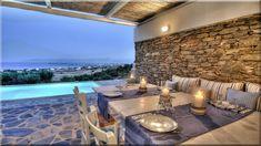 csodálatos mediterrán stílusú terasz, Egyedi teraszvilágítás modern ház. Elegáns megoldás a faburkolatú terasz alatt megjelenő különleges világítás. Kültéri világítás. Vasgerenda ... - Luxusházak, lakások