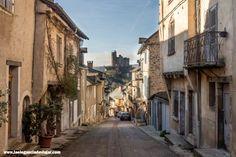 Te contamos nuestra visita al precioso pueblo de Najac, en Midi-Pyrénées. Este pueblo y su castillo mediaval son todo un imprescindible en el sur de Francia. #najac #viajar #viaje #lugaresquevisitar #visitarfrancia #fotografiaviaje #blogviajes #midipyrenees #pueblosbonitosfrancia Southern France, Castles, Traveling, Countries