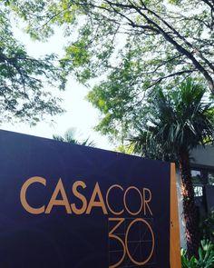 Mais um ano mais uma cobertura e mais cliques com sorrisos! Bem-vindos à @casacor_oficial! Tá tendo muita #colavisita e encontro com blogs queridos. #casacorsp