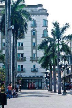 Plaza de Armas, al fondo donde fue el Cine Plaza. TAMPICO ========================   Rolando De La Garza Kohrs  http://About.Me/Rogako  ========================