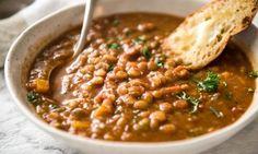 Si vous aimez les soupes texturées et goûteuses, vous raffolerez de ma soupe de lentilles!