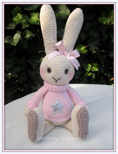 Dit is het leukste konijn wat ik ooit gehaakt heb mag ik jullie voorstellen aan Lilly
