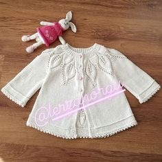 No photo description available. Knitting For Kids, Baby Knitting Patterns, Baby Coat, Mantel, Amanda, Baby Kids, Blazer, Embroidery, Sweaters