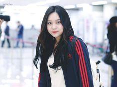 South Korean Girls, Korean Girl Groups, Kim Ye Won, Jung Eun Bi, G Friend, Kpop Girls, Ulzzang, Adidas Jacket, Photoshoot