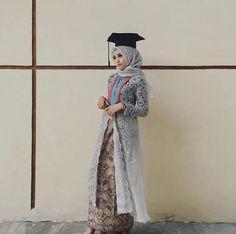 59 Trendy modern art fashion wedding dresses Source by dresses fashion Kebaya Muslim, Kebaya Hijab, Muslim Dress, Kebaya Lace, Batik Kebaya, Kebaya Dress, Model Kebaya Brokat Modern, Kebaya Modern Hijab, Hijab Gown