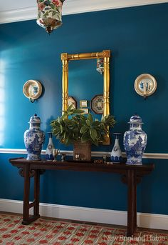 I have been trying to decide how to decorate my hallway and thought a one wall color might be too boring, but this high gloss wall proves it isn't! And in teal, my favorite color!!