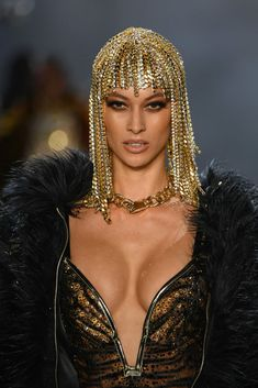 A model walks the runway for The Blonds fashion show during New York Fashion Week: The Shows at Gallery I at Spring Studios on February 2019 in New York City. Get premium, high resolution news photos at Getty Images Look Fashion, Runway Fashion, High Fashion, Fashion Show, Models, Hair Jewelry, Face Jewellery, Swagg, New York Fashion