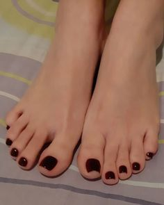 Pretty Toe Nails, Pretty Toes, Feet Soles, Women's Feet, Toe Polish, Painted Toes, Foot Love, Foot Pics, Soft Feet