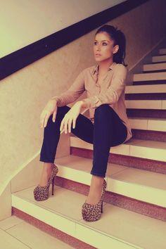 Black skinny Zara jeans w/tan chiffon Bershka shirt & brown platform cheetah heels. Adorable!