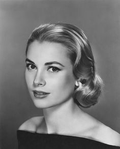 Grace Kelly -- Don't care for most of the famous - or infamous - that Hollywood cranks out now. But Grace Kelly is an exception. Such grace, such beauty, such a lady. Where have all the real ladies gone? Hollywood Stars, Hollywood Glamour, Classic Hollywood, Golden Age Of Hollywood, Old Hollywood Makeup, Hollywood Actresses, Divas, Nicole Kidman, Updos