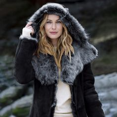 【Clearance Sale💥Shipped Within 24h】Hooded Toscana Coat - inkshe.com Boho Fashion, Winter Fashion, Long Hooded Coat, Winter Hats, Winter Jackets, Winter Mode, Chilly Weather, British Style, Covered Buttons