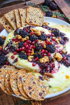 Baked Brie with Blackberry Compote and Candied Walnuts Recipe : Ooey, gooey melted baked brie topped with a sweet and tangy blackberry sauce, candied walnuts and pomegranate! Baked Brie Recipes, Baked Brie Toppings, Appetizer Recipes, Appetizers, Burger Recipes, Blackberry Sauce, Fromage Cheese, Walnut Recipes, Candied Walnuts