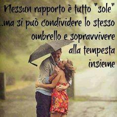 """Nessun rapporto è tutto """"sole"""", ma si può condividere lo stesso ombrello e sopravvivere alla tempesta insieme."""