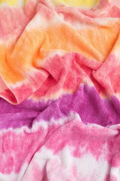 Wondering how to tie dye towels? Or maybe towels are the last thing in your house you haven't tie dyed - yet.@Either way,@Handmade Charlotte will show you how to@dry off in style with your very own creativity and a little help from the Tulip One-Step Tie Dye Party Kit. Bath time/beach time/any time just got better. Diy Tie Dye Towels, Old Towels, Bath Towels, Tulip Tie Dye, Summer Crafts, Kid Crafts, Party Kit, Party Ideas, Tie Dye Party