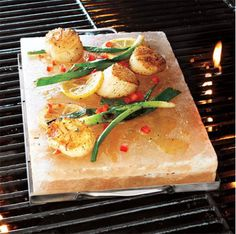 Check out Salt Block Scallops with Fresh Mango-Cilantro Relish recipe and more from Sur La Table! Himalayan Salt Plate, Himalayan Pink Salt, Salt Block Cooking, Good Food, Fun Food, Yummy Food, Food Porn, Favorite Recipes, Home