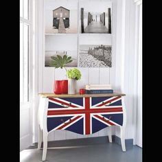 Awesome British Flag Furniture Decoration for Nationalist Room Design : Classic Home Interior Design Ideas With Stunning Union Jack Dresser And Vintage Gold Knobs Feats Black White Wall Pictures Eclectic Living Room, Living Room Interior, Home Interior Design, Interior Decorating, Decorating Ideas, Living Rooms, Living Spaces, British Decor, British Style