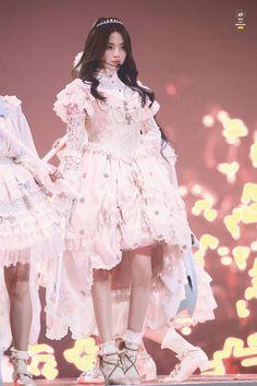 Harajuku, Flower Girl Dresses, Ballet Skirt, Wedding Dresses, Skirts, Model, Outfits, Beauty, Stage