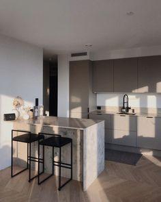 Home Decor Kitchen, Kitchen Interior, Home Interior Design, Home Kitchens, Interior Decorating, Dream Home Design, House Design, Appartement Design, Minimalist Room