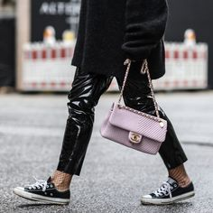 Patent leather trousers and soft pink Chanel bag! Nice she stylish she walks the walk, she belongs in this closet. Pantalon Vinyl, Pink Chanel Bag, Patent Leather Pants, Leather Trousers, Vinyl Trousers, High Class Fashion, Chic Outfits, Fashion Outfits, Everyday Fashion