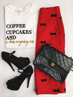 Now this is one way to pair a graphic tee with a classy outfit. Heels included