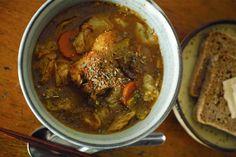 今朝はスッキリとしたスパイスが食欲を掻き立てるサラサラの薬膳スープカレーを作ってみました。 朝の忙しい時間でも…
