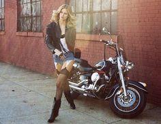 Με μαύρα δερμάτινα εσώρουχα και hot sexy εμφάνιση η MichelleBuswell φωτογραφήθηκε για το editorial του Galore.