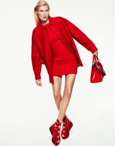 Model Yulia Terentieva graces the pages of Grazia Italy's February 9th, 2017 issue. Lensed by Xavi Gordo (8 Artist Management), the blonde beauty stands out in a wardrobe of all-red looks. Stylist Michele Bagnara chooses pieces from the winter collections in scarlet and crimson hues. From leather blouses to form-fitting dresses, Yulia wears the designs …