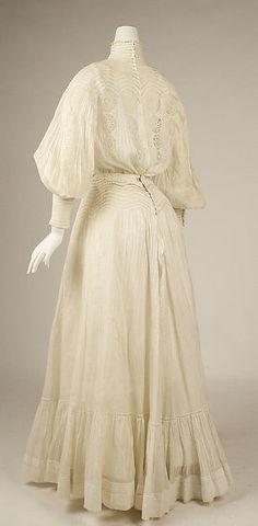 Dress Date: 1903 Culture: American Medium: cotton Accession Number: C.I.50.99a, b