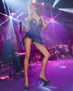 É show! No palco do #bailedavogue @barbarafialho1 faz seu début como cantora. A top cantou e dançou acompanhada da banda Sacatraca Sissinhô em um show de bossa nova e samba. O look: @maisonalexandrine by @raphamendonca joias @Bergersonjoias cabeça @graciellastarling e make @iamrenato. #barbarafialho #bailedavogue #bailedavogue2017 #ladyzodiac  via VOGUE BRASIL MAGAZINE OFFICIAL INSTAGRAM - Fashion Campaigns  Haute Couture  Advertising  Editorial Photography  Magazine Cover Designs…